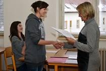 Předávání vysvědčení na Střední zdravotnické škole ve Svitavách.
