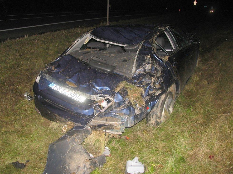 Luxusní sedan havaroval v pondělí po půlnoci u Janova ma Svitavsku. 28letý řidič s vozem Chevrolet Epica nepřizpůsobil rychlost jízdy a skončil mimo vozovku. Policisté motoristovi naměřili 1,54 promile alkoholu v dechu. Škoda je půl milionu korun.