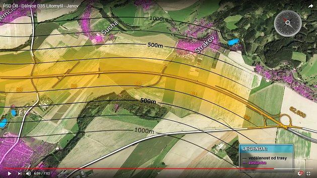 Snímek ukazuje vzdálenost dálnice od nejbližší zástavby. Vcelém úseku D35 kolem Litomyšle vede nejblíž uStrakova, nejbližší zdejší domy budou vzdálené 400metrů. Naopak Kornice jsou více než 500metrů daleko.