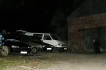 Rekonstrukce vraždy v Třebařově. Statek, na kterém zabil vnuk babičku se nachází nedaleko návsi. Lidé z okolí byli z hrůzného činu zděšeni.