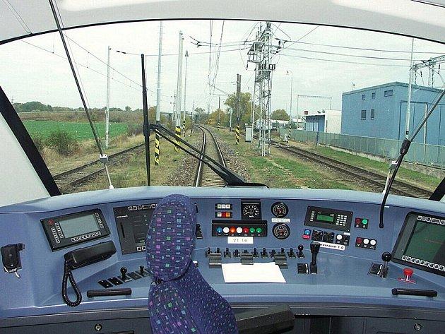 Prezentace vlaků na zkušebním okruhu ve Velimi. Jeden z nich bude po kraji jezdit možná už od roku 2012.