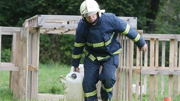 Profesionální hasiči se v areálu památníku bitvy z roku 1866 utkali v soutěži TFA, která zahrnuje nejtěžší hasičské disciplíny.