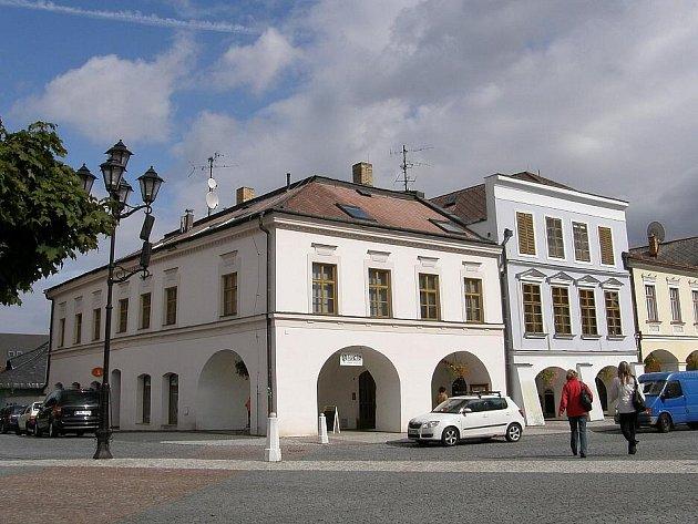 Dům čp. 90 a 92 na svitavském náměstí.