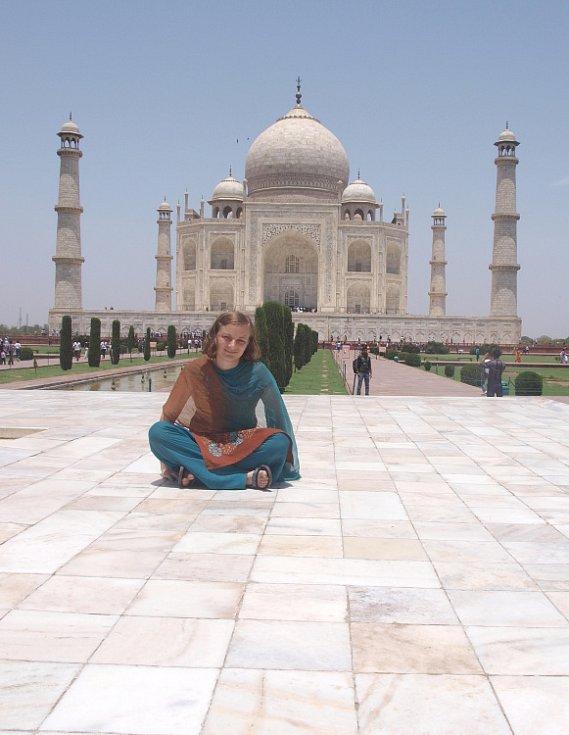 TAJ MAHAL. Klára Večeřová z Dolního Újezdu má za sebou tři a půl měsíce v exotické Indii. Před návratem domů ještě poznává památky Indie.