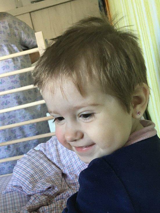 """Lidé pomáhají malé Verunce, patří mezi """"slané"""" děti"""