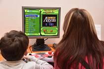 Historii počítačových her přibližuje nová výstava Retrogaming v Poličce.