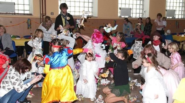 V neděli se konal ve Vítějevsi v zrekonstruované sokolovně dětský karneval.