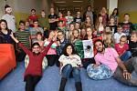 Na ZŠ U Školek v Litomyšli vyučují studenti z Egypta, Mexika, Gruzie, Iránu, Turecka a Indie v rámci projektu Edison. Seznamují děti s jejich kulturou.