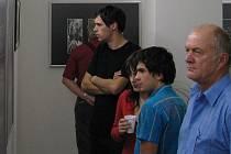 Členové fotoklubu na výstavě ve Fabrice.