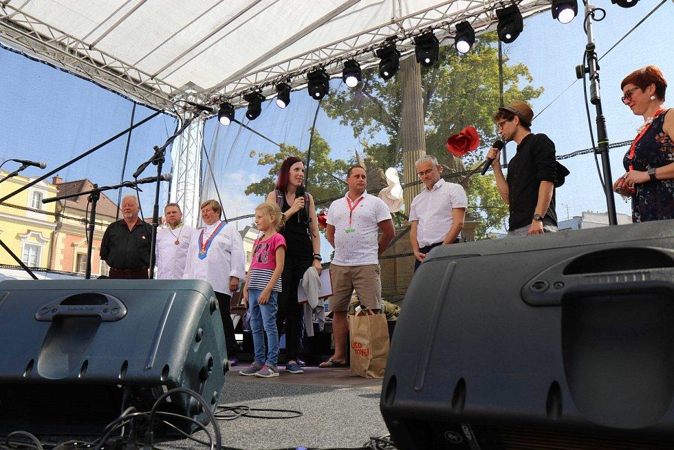Litomyšlská veselice přilákala o víkendu do města stovky lidí.