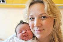 ANNA BURDOVÁ.  Vlasatá  holčička je první dcera Renaty a Zdeňka z Vysokého Mýta. Narodila se v Litomyšli 9. března v 17.05 hodin. Vážila 3,45  kilogramu a měřila  půl  metru.