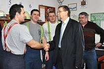 Za záchranu života ocenil hejtman Radko Martínek hasiče z Budislavi.
