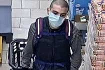 Policie prosí veřejnost o pomoc. Hledá mladého muže na fotografii.
