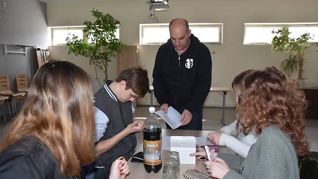 Studenty starší 16 let zaměstná obec Rychnov na Moravě.