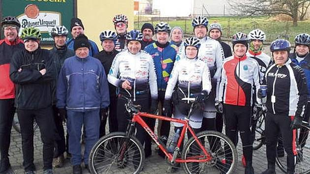 JAK NA NOVÝ ROK, tak po celý rok... Sportovci z Osíku, Litomyšle a okolí  včera vyrazili na tradiční novoroční vyjížďku.