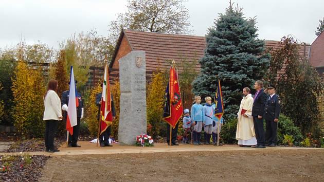 Pomník ve Stárkově připomíná oběti.