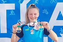 Eliška Červená se zlatými olympijskými medailemi z Libereckého kraje.