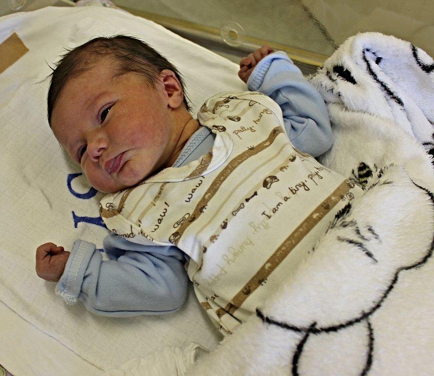 FILIP BEDNÁŘ je první syn Zuzany a Leoše z Litomyšle. Narodil se jim 3. května ve 12.51 hodin. Vážil 2,95 kilogramu a měřil 48 centimetrů.