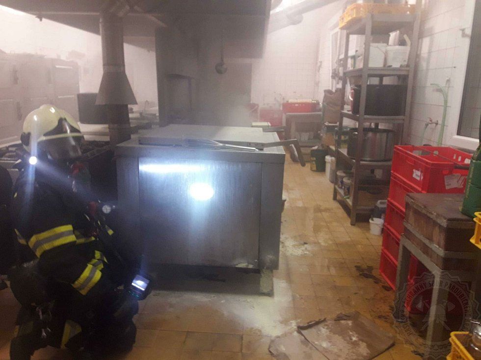Jídelnu ve Vendolí zničil požár. Foto: HZS Pardubického kraje