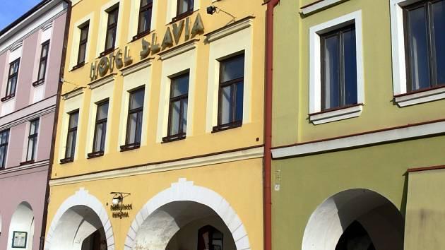 Hotel Slavia na náměstí ve Svitavách.