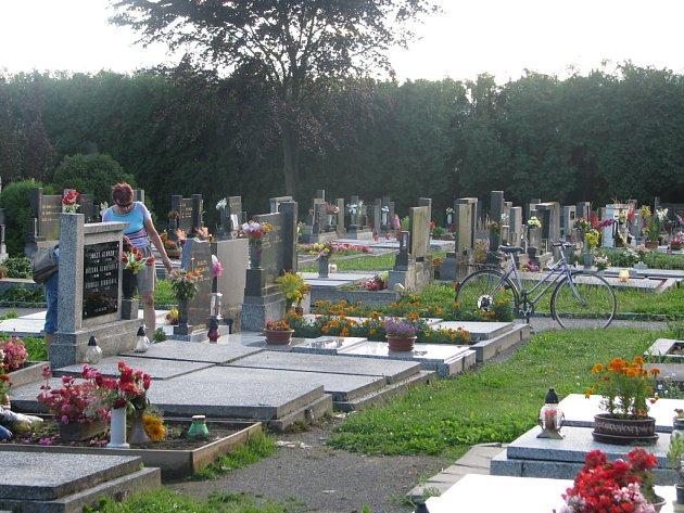 Hřbitovní řád v Poličce lidé dodržují