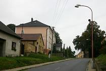 Rozbitá silnice v Chornici.
