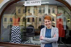 Lada Pecková má v centru Litomyšle obchod s módou od českých tvůrců.