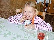 V základní škole T. G. Masaryka si děti pochutnávají na zdravých svačinách.