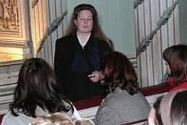 Průvodkyně z Litomyšlského zámku Helena Slepičková zatím neví, jak by zvládla turistickou sezonu bez brigádníků.