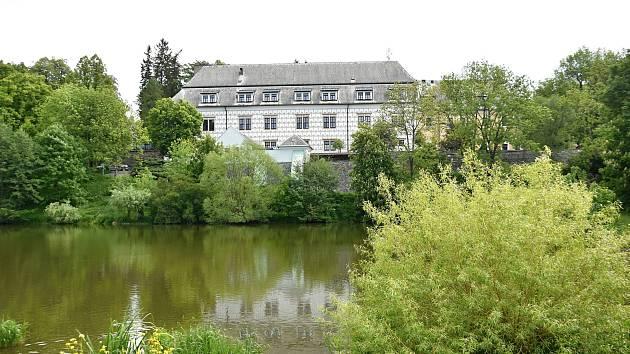 Ústav sociální péče opouští zámek v Bystrém a Pardubický kraj řeší, jak s ním naloží.