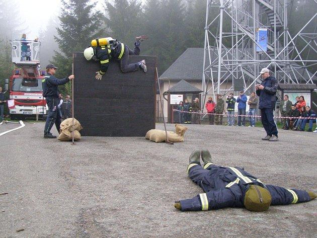 Jen nejtvrdší hasič přežívá... Snímky ze sobotního klání