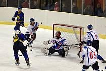 Více než sedm stovek diváků nemuselo litovat, že strávilo nedělní podvečer na hokeji v Litomyšli. Zápas je určitě nenudil.