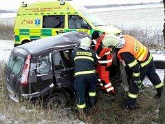 Nehoda mladé řidičky u obce Makov