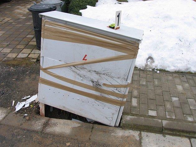 Poškozená rozvodná skříň.