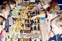 Více než půl druhé stovky šachistů obsadilo svitavské multifunkční centrum Fabrika. Zorganizovat takovou akci bylo pro pořadatele pod vedením Adolfa Krušiny velkou výzvou, kterou úspěšně zvládli.