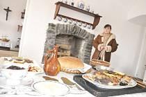 Na hradě lidé viděli, jak dříve šlechta stolovala, jaká jedla jídla a seznámili se také s tradiční výzdobou.
