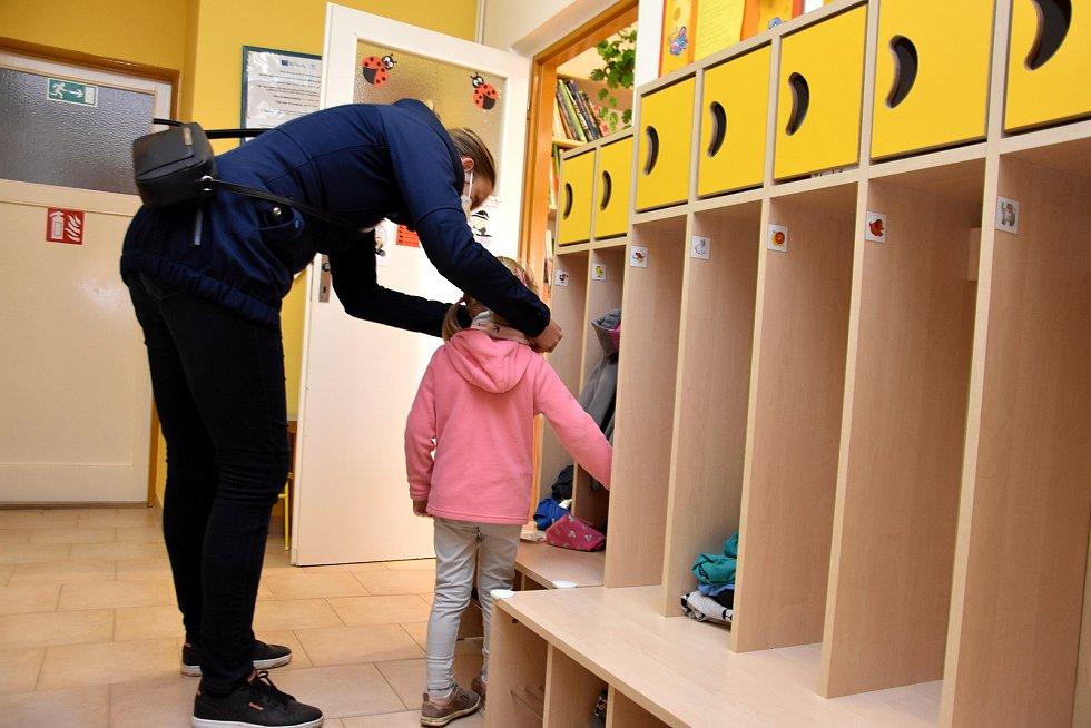 Mateřská škola v Horním Újezdu přivítala po dvou měsících všechny děti. Bez testů a bez roušek.