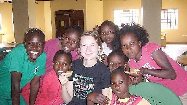 Výtěžek poputuje na konto domova pro sirotky First Love International v Nairobi v Keni.