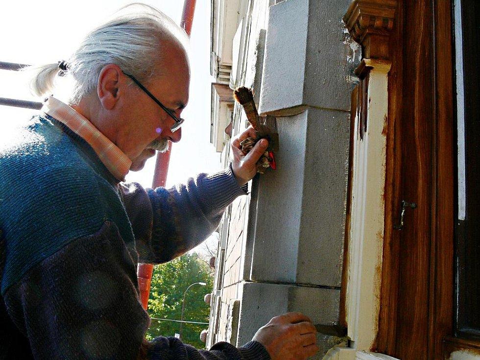 V Ottendorferově domě ve Svitavách pracují restaurátoři.