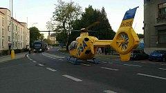 Pro zraněného motorkáře přiletěl vrtulník