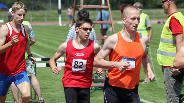 JAN FRIŠ (uprostřed) už umí vyhrávat prvoligové závody mezi muži a získané zkušenosti zúročil v dorosteneckém poli.