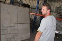 Kámen, který by měl spolu s dalšími tvořit základ Národní knihovny, je z Cerekvice