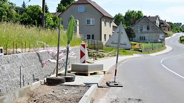 Dlouholeté úsilí o vybudování dopravně-bezpečností infrastruktury se naplňuje. V Němčicích v nejbližších letech vybudují kilometry chodníků.