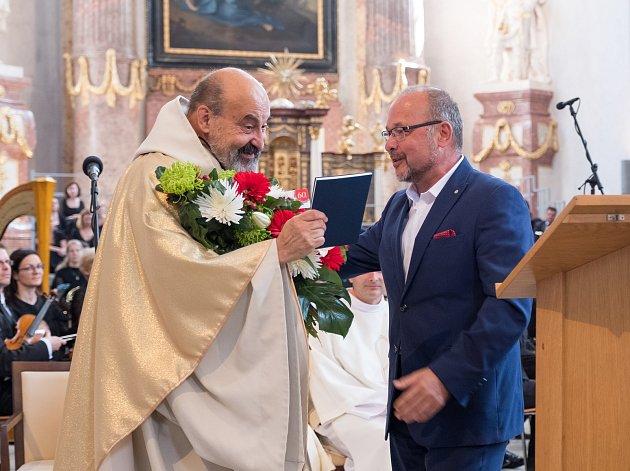 TOMÁŠ HALÍK  převzal vzpomínkovou knihu v závěru festivalu Smetanova Litomyšl.