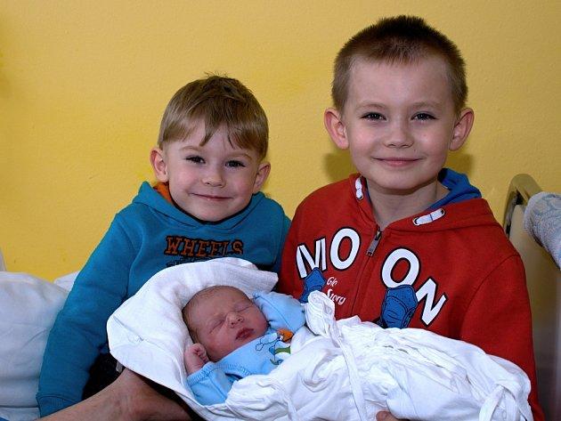 ADAM PAVLIŠ. Narodil se 9. března Martině a Janovi ze Svitav. Měřil 50 centimetrů a vážil 3,49 kilogramu. Má brášky Jana a Davida.