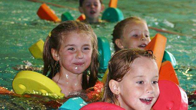 Poličský bazén se zapojil do plavecké soutěže měst.