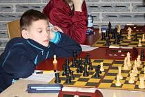 Šachisté z devíti zemí Evropy se utkali na turnaji České šachové Vánoce. Věkový rozdíl mezi nejmladším a nejstarším hráčem turnaje je šedesát pět let.