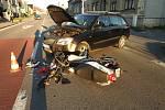 Policie hledá svědky nehody, při které se v Poličce zranil řidič motocyklu.