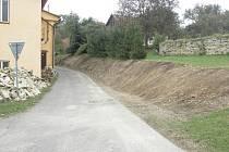 V Chotěnově začali s opravou opěrné zdi u obecního úřadu.