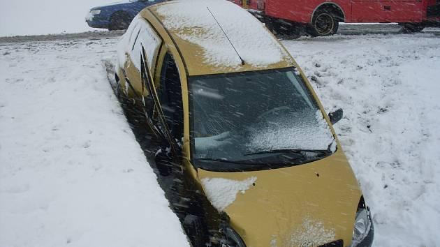 Havárie vozu  toyota u Janova.